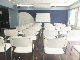 自由が丘 レンタルスタジオの無料備品、椅子24脚